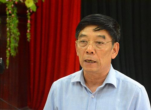 Đại tá Nguyễn Viết Lợi trả lời những thắc mắc của người dân mua dân mua đất. Ảnh: Đắc Thành.