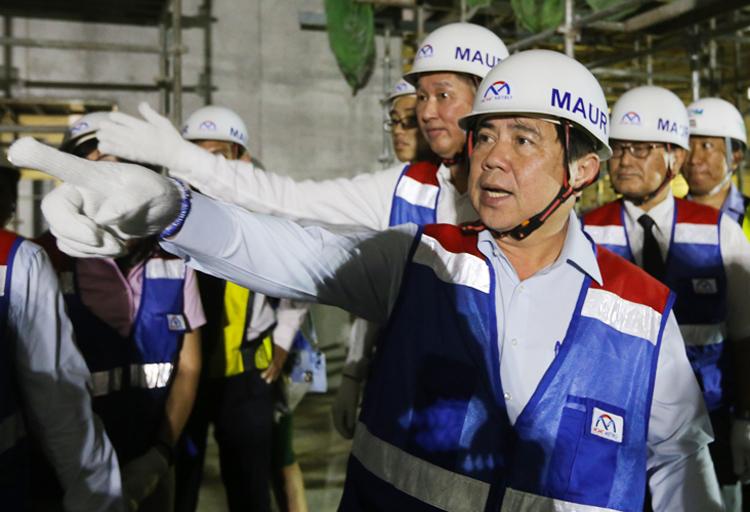 Ông Nguyễn Thành Phong thị sát dự án Metro Số 1. Ảnh: Quỳnh Trần.
