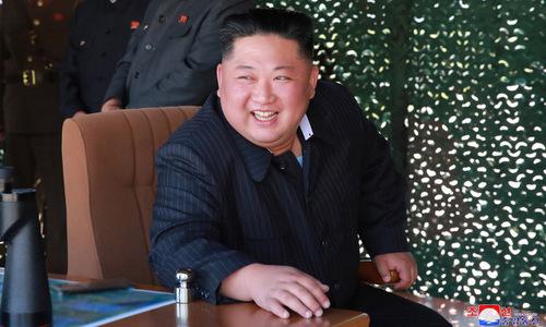 Kim Jong-un theo dõi đợt phóng tên lửa đạn đạo hôm 9/5. Ảnh: KCNA.