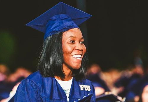 Myesha Lyles trong buổi lễ tốt nghiệp tại trường đại học Quốc tế Florida, Mỹ. Ảnh: Facebook Florida International University.