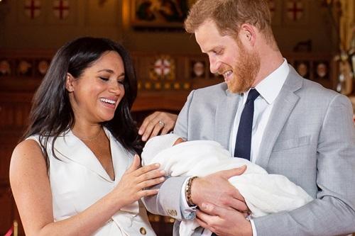 Vợ chồngHoàng tử Harry tại lâu đài Windsor ngày 8/5. Ảnh: People.