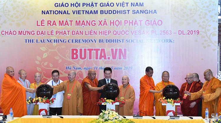 Các đại biểu khai trương mạng xã hội Phật giáo Việt Nam.