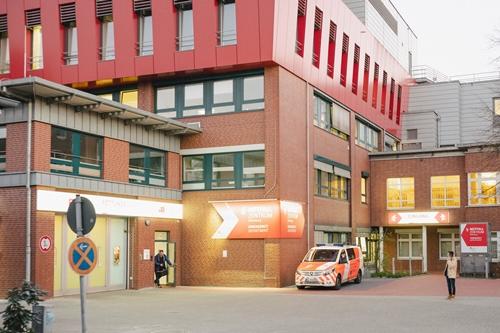 Bệnh viện ở Oldenburg màHogel từng làm việc. Ảnh: NYTimes.