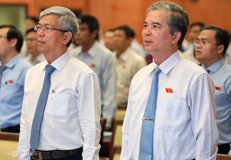 Tân Phó chủ tịch Võ Văn Hoan (trái) và Ngô Minh Châu. Ảnh: Hữu Khoa.