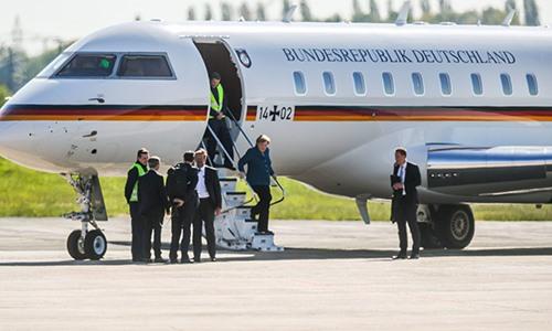 Chuyên cơ của Thủ tướng Đức bị ôtô đâm ở sân bay
