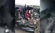 Tài xế mắc kẹt trong cabin ôtô sau tai nạn