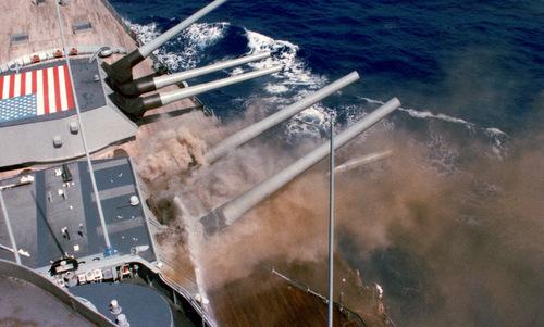 Tia lửa giết chết 47 thủy thủ thiết giáp hạm Mỹ năm 1989