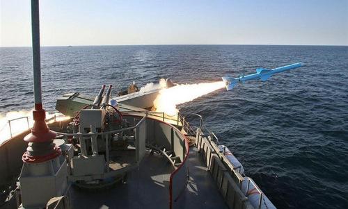 Tàu chiến Iran bắn thử tên lửa diệt hạm đầu năm 2018. Ảnh: ISNA.