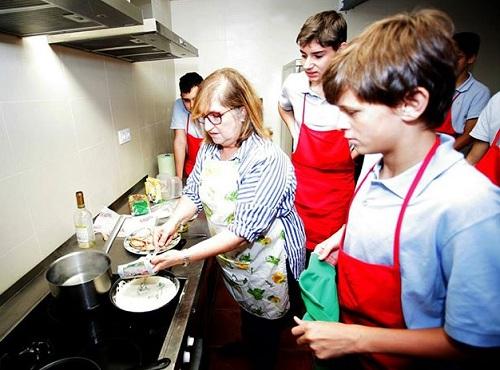 Trường mong muốn học sinh hiểu rõ về bình đẳng giới thông qua lớp học. Ảnh:Colegio Montecastelo