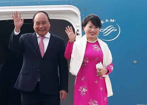 Thủ tướng Nguyễn Xuân Phúc và phu nhân. Ảnh: Reuters.