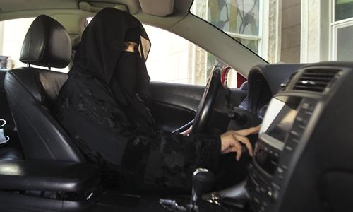 Phụ nữ Arab Saudi được cấp bằng lái xe từ tháng 6/2018. Ảnh: Al Jazeera.