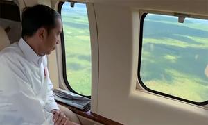 Tổng thống Indonesia ngồi trực thăng khảo sát nơi đặt thủ đô mới