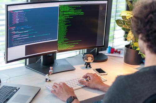 Nhu cầu nhân sự trong lĩnh vực Công nghệ thông tin đang tăng lên hàng năm trên toàn cầu.