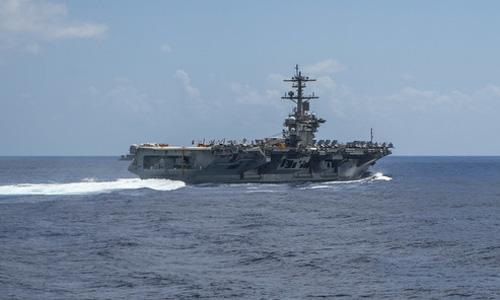 Tàu sân bay USS Abraham Lincoln trên đường tới Trung Đông hồi đầu tháng 5. Ảnh: US Navy.