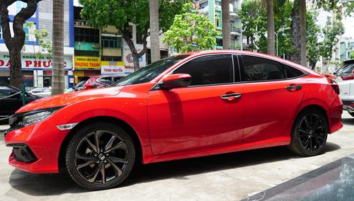 CHiếc Honda Civic RS 2019 đầu tiên về đại lý ở Sài Gòn.