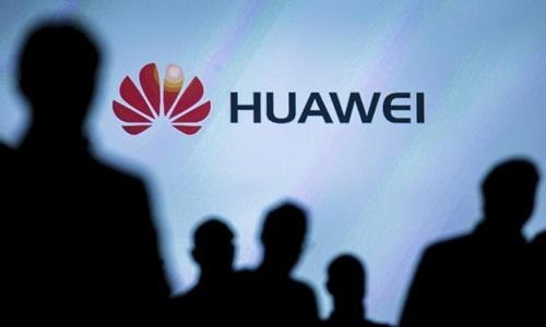 Các phóng viên theo dõi buổi ra mắt điện thoại thông minh của Huawei ở Đức năm 2015. Ảnh: Reuters.