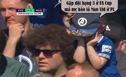 Đá với đội bóng hạng 3 mà mẹ cứ bảo là gặp Man Utd.