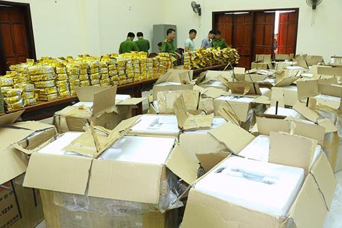 Hàng trăm kg ma tuý tổng hợp được phát hiện trong các loa thùng cảnh sát phát hiện ở Hà Tĩnh. Ảnh: Đức Hùng