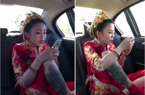 Cô dâu vô tư ngồi gác chân lên ghế và lướt điện thoại.