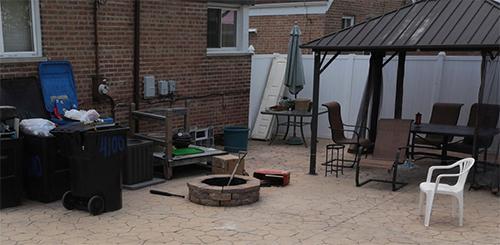 Sân sau nhà của nghi phạm Clarisa, nơi giới chức phát hiện thi thể của Ochoa-Lopez trong thùng rác. Ảnh: Chicago Tribune