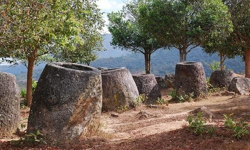 Phát hiện hàng trăm chum đá khổng lồ nghìn năm tuổi ở Lào