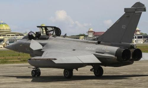 Chiến đấu cơ Pháp tại căn cứ Indonesia ngày 19/5. Ảnh: AP.