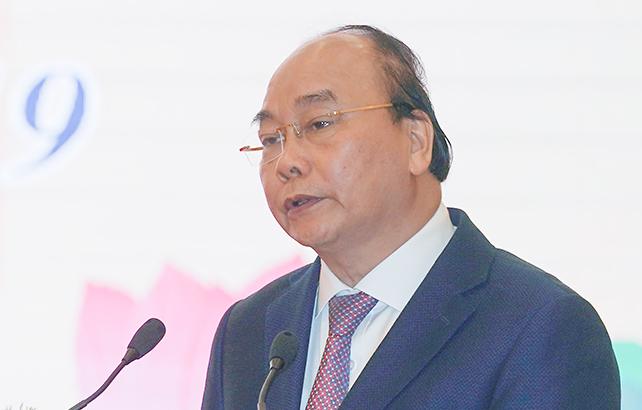 Thủ tướng Nguyễn Xuân Phúc phát động cán bộ, công chức, viên chức thi đua thực hiện văn hóa công sở sáng 19/5. Ảnh: VGP