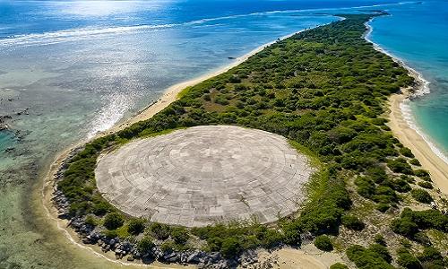 Vòm hạt nhân ở quần đảo Marshalls. Ảnh: Pina.