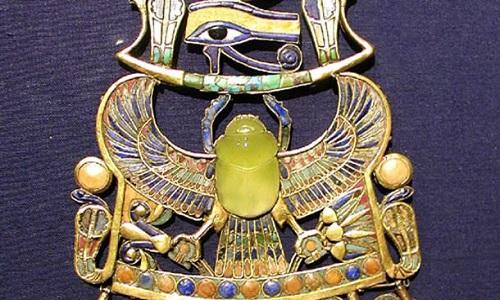 Chiếc vòng cổ của pharaoh Tutankhamun. Ảnh: IFL Science.