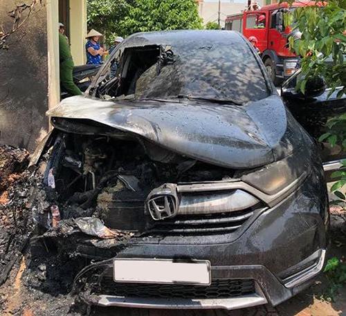 Honda CR-V cháy tại Nam Định.Ảnh: Oto+
