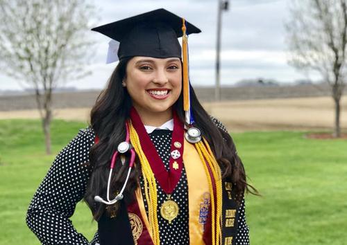 Melinda Kassandra Lopez (18 tuổi, Mỹ) sẽ nhận bằng trung học và cao đẳng vào mùa hè này. Ảnh: Star Tribune