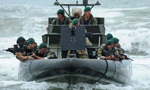 Các binh sĩ đặc nhiệm hải quân Anh trong một đợt diễn tập hồi năm 2017. Ảnh :Ayr Advertiser.