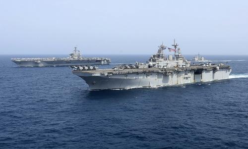 Chiến hạm Mỹ diễn tập trên Biển Arab gần Iran hôm 18/5. Ảnh: US Navy.