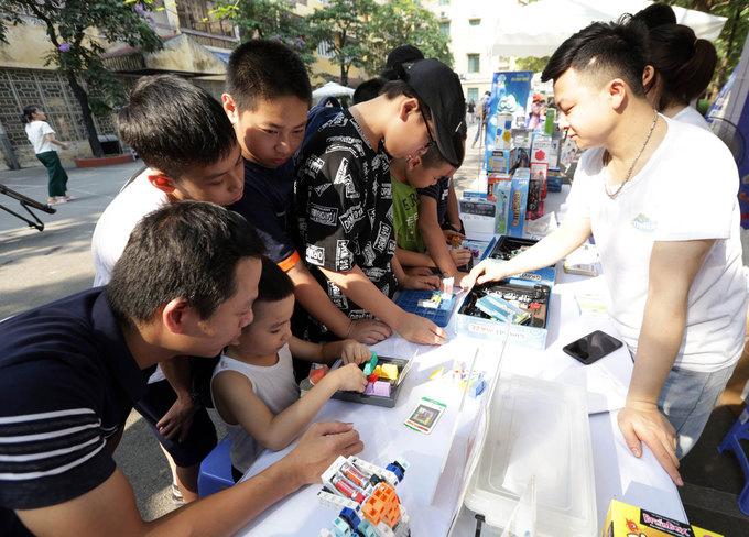 'Phòng thí nghiệm mở' thu hút nghìn học sinh trải nghiệm làm khoa học