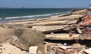 Bãi biển Cửa Đại tan hoang vì sạt lở
