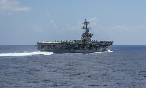 Tàu sân bay USS Abraham Lincoln trên đường tới Trung Đông. Ảnh: US Navy.