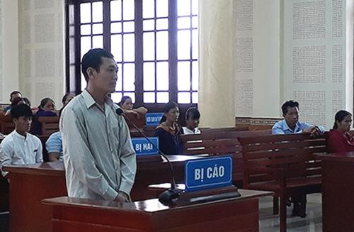 Bị cáo Tân tại phiên tòa ngày 20/5. Ảnh: Quang Hà
