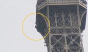Pháp sơ tán tháp Eiffel vì một người đàn ông leo ra ngoài