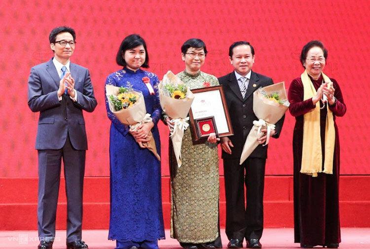 Các tác giả nhận giải thưởng ở hạng mục Kiến tạo năm 2018. Ảnh: H. Nhung.