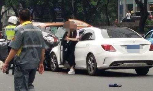 Lái xe gây tai nạn là một phụ nữ. Ảnh: Huanqiu.