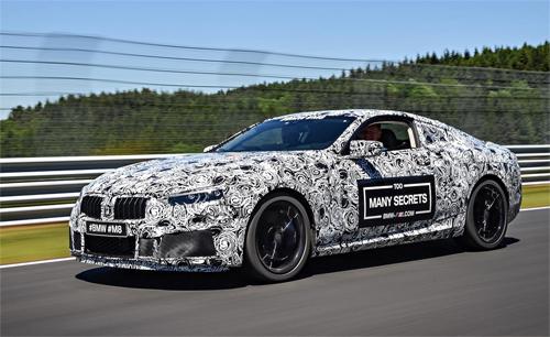 Một xe chạy thử với lớp ngụy tranghọa tiết đặc trưng kèm lời nhắn đầy ẩn ý Quá nhiều bí mật bên sườn xe. Ảnh: BMW