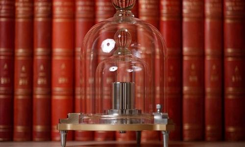 Khối lượng của Le Grand K giảm dần theo thời gian do mất nguyên tử. Ảnh: Foosya.