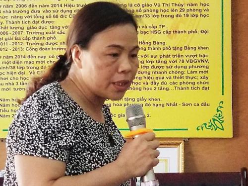 Cô giáo chủ nhiệm lớp 2A7 Phạm Thị Vân tham gia đánh học sinh bị khiển trách. Ảnh: Giang Chinh