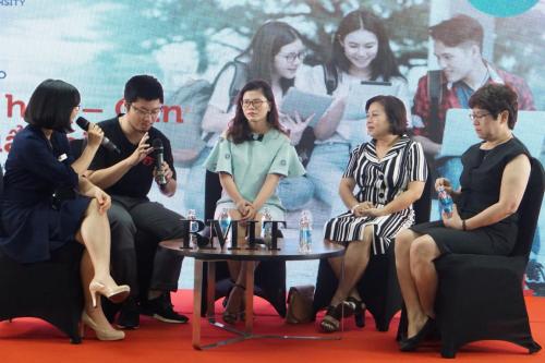 (Từ trái sang) Anh Dương Tuấn Anh, chị Nguyễn Thu Hà, bà Trần Thiên Hương và bà Quách Tường Vy chia sẻ tại buổi hội thảo.