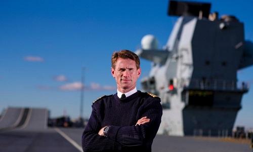 Thuyền trưởng tàu sân bay HMS Queen Elizabeth Nick Cooke-Priest. Ảnh: Twitter.