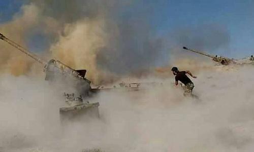 Pháo binh Syria hoạt động ở khu vực gần thành trì Idlib của phiến quân hồi năm 2018. Ảnh: Almasdar News.