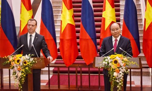 Thủ tướng Nguyễn Xuân Phúc hội đàm với Thủ tướng Nga nhân chuyến thăm Nga