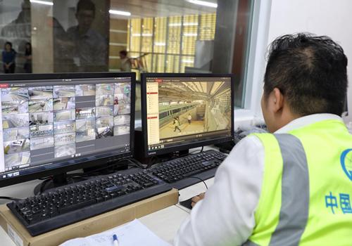 Trung tâm điều hành tại ga cóthể quan sát an ninh toàn bộ nhà ga. Ảnh: Giang Huy.