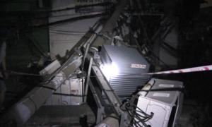 Đường ở Sài Gòn phong toả 16 giờ vì container đâm hàng loạt cột điện
