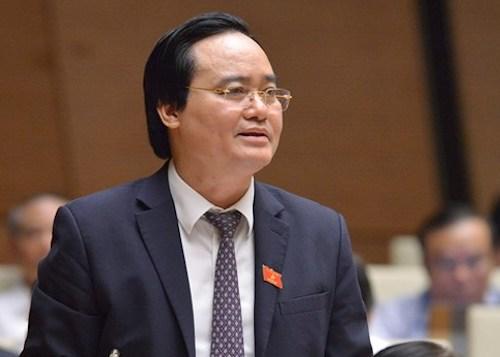 Bộ trưởng Phùng Xuân Nhạ báo cáo tại Quốc hội. Ảnh: Trung tâm báo chí Quốc hội